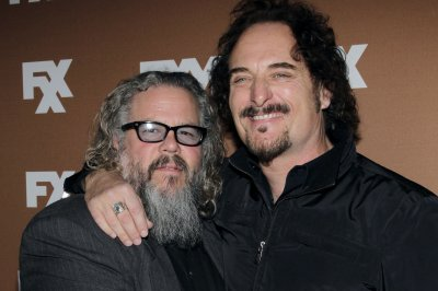 'Sons of Anarchy' co-stars reunite for wedding; share selfies
