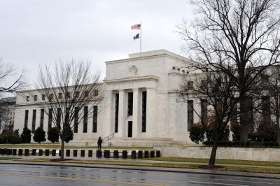 Fed eases Volcker Rule for banks