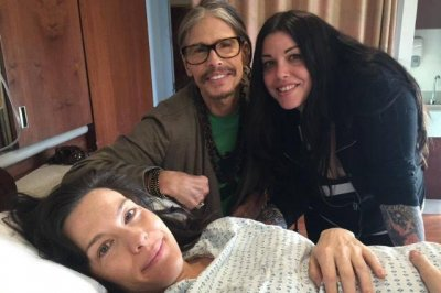Steven Tyler announces on Facebook the birth of his grandson