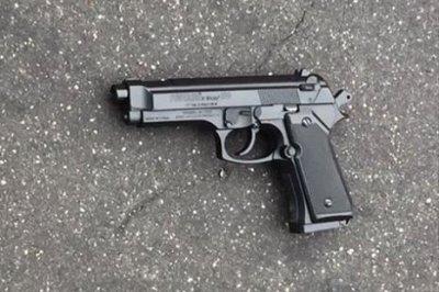 Baltimore police shoot, injure teen with replica gun