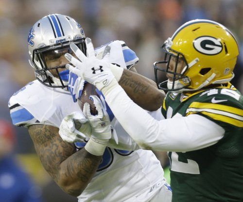 Detroit Lions TE Eric Ebron carted off with leg injury