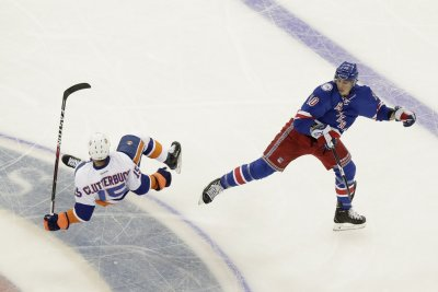 New York Islanders' Cal Clutterbuck agrees to five-year extension
