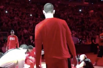 New player Marc Gasol has no idea what's going on in Raptors pregame routine