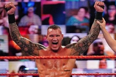 WWE Raw: Randy Orton, Keith Lee, Seth Rollins battle for title match