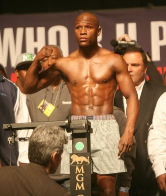 Mayweather trial postponed, hearing set