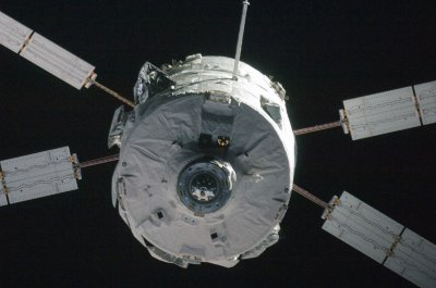 Spacecraft makes first refueling transfer