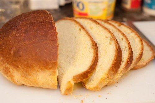 Eating three or more servings of white bread daily may increase obesity odds