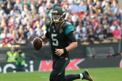 Jacksonville Jaguars, QB Blake Bortles hold up in practice against New England Patriots