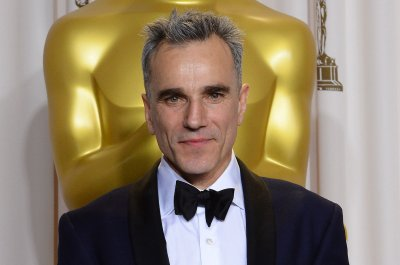 Daniel Day-Lewis plays 1950s dressmaker in first trailer for 'Phantom Thread'