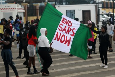 Nigerian security forces fire live rounds at Lagos protesters
