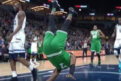 Celtics' Jaylen Brown has nasty fall on dunk, says he has headache