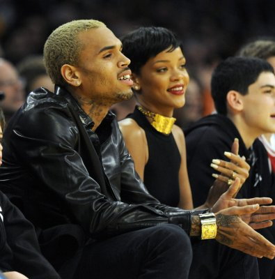 Singers Rihanna and Brown spend Christmas together