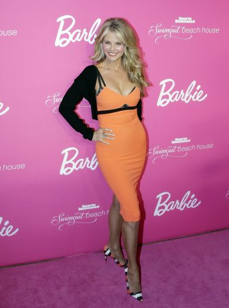 Christie Brinkley flaunts curves in cleavage-baring dress