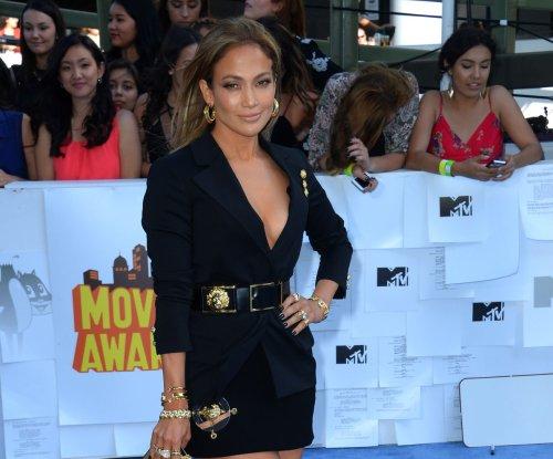 Bai Ling dons dragon dress; Scarlett Johansson sports light locks for the MTV Movie Awards