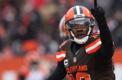 Cleveland Browns' Hue Jackson likes what he sees in QB Robert Griffin