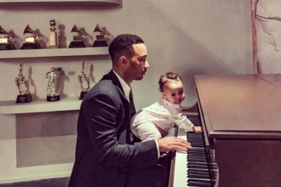 John Legend rehearses for Oscars with daughter Luna