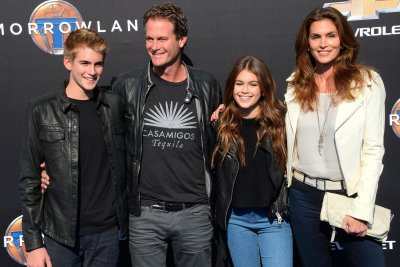 Kaia Gerber, Cindy Crawford dress as rock stars for Halloween party