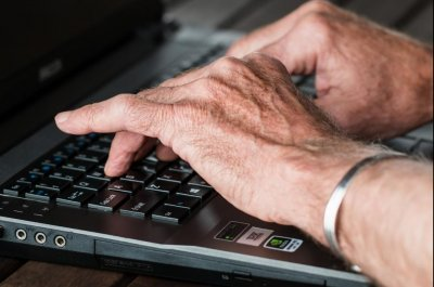 Many older Americans skeptical of online reviews of doctors