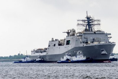 Amphibious transport dock ship USS Fort Lauderdale launched