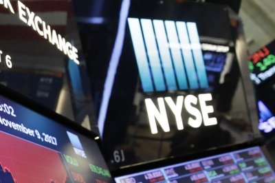 Dow drops 457 points as concerns about reopening drag down markets