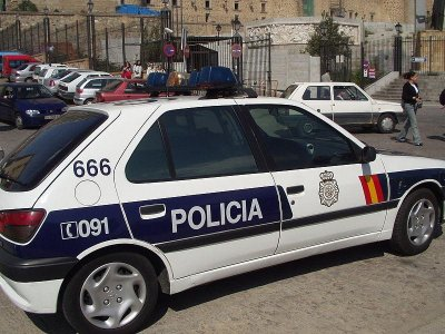 Scruffy Spanish police told to clean up their acts
