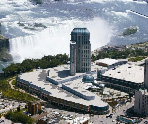 As Canadian dollar declines, tourism booms