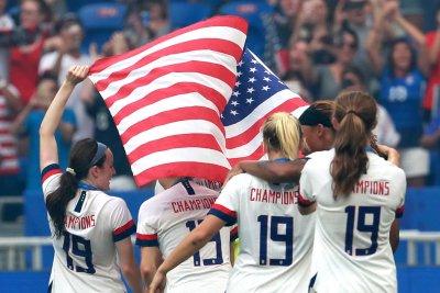 U.S. women's team members win class status in pay bias lawsuit