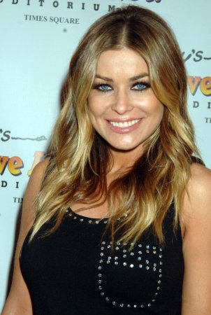 Carmen Electra announces engagement