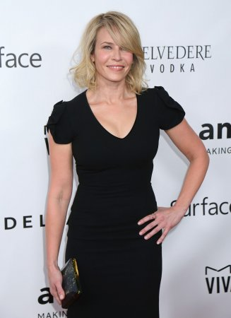 Chelsea Handler posts leggy photo of ski injury
