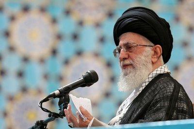 In Khamenei Tweet, man resembling Obama holds gun to head