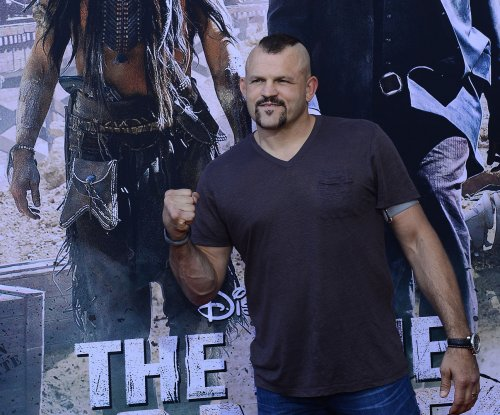 UFC legend Chuck Liddell mixes it up with Cleveland Browns