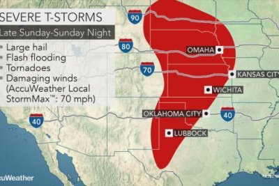 Storm-ravaged central U.S. braces for more tornadoes, flooding