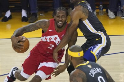 Kawhi Leonard leads Raptors to Game 4 win over Warriors