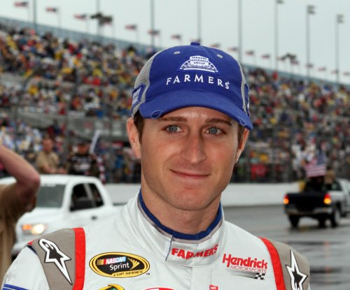Kahne tops Harvick for Michigan pole