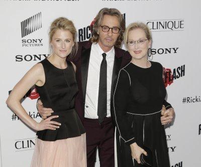 Mamie Gummer, mom Meryl Streep attend movie premiere