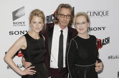 Mamie Gummer, mom Meryl Streep attend movie premiere