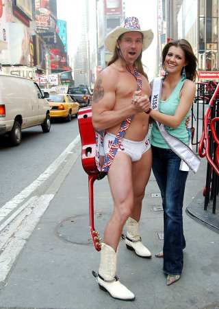 'Naked Cowboy' signs reality show deal