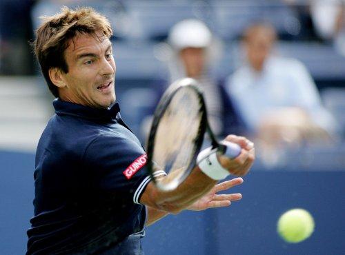 Robredo jumps in world tennis rankings