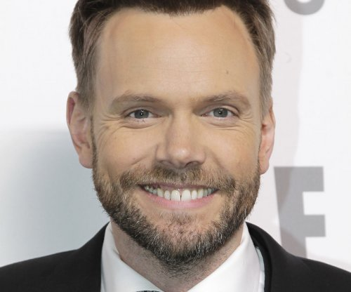 Joel McHale takes aim at Bill Cosby during ESPYs