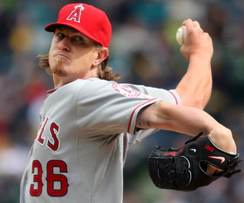 San Diego Padres ink RHP Jered Weaver
