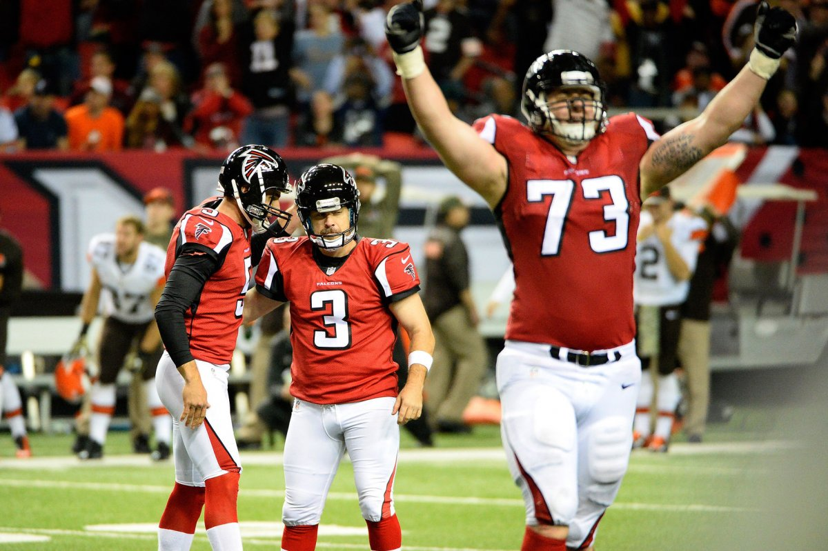Atlanta Falcons RT Ryan Schraeder restructures deal UPI