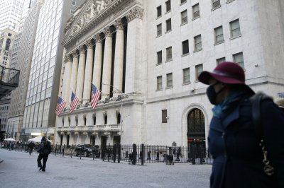 Dow, S&P 500 give up early gains amid lockdown fears