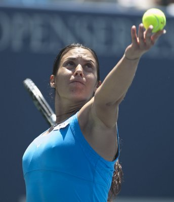 Bartoli notches lengthy win in Paris