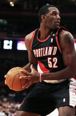 Blazers' Oden out with more surgery