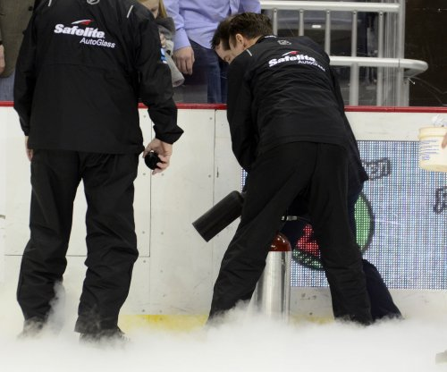 Ice damage halts Boston Bruins-Pittsburgh Penguins in first period