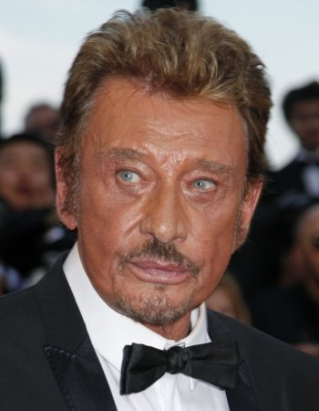 Hallyday stable after 'bad bronchitis'
