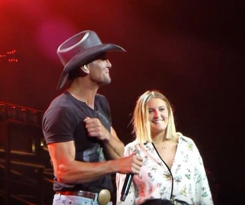 See Tim McGraw, daughter Gracie McGraw sing duet