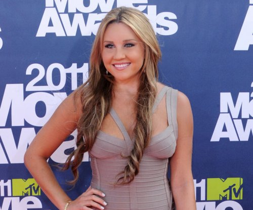 Amanda Bynes visits police station during shopping trip