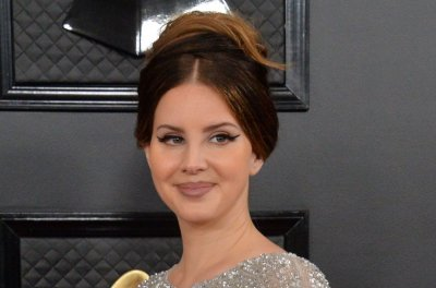 Lana Del Rey says she fractured arm while ice skating