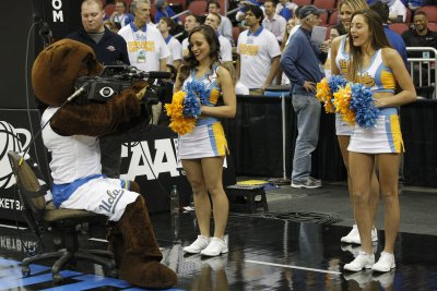UCLA blows by Washington for eighth straight win